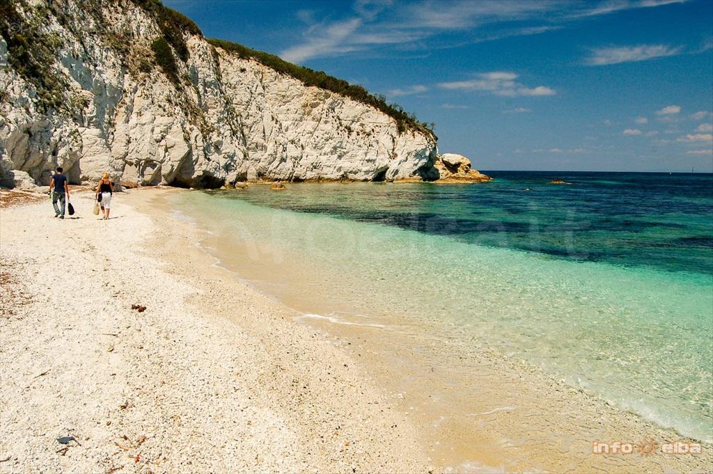 Spiaggia della padulella all 39 isola d 39 elba a portoferraio for Disegni moderni della casa sulla spiaggia