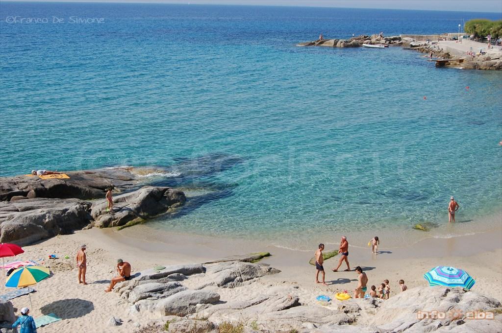 Spiaggia di seccheto all 39 isola d 39 elba a marina di campo - Foto dive nude ...