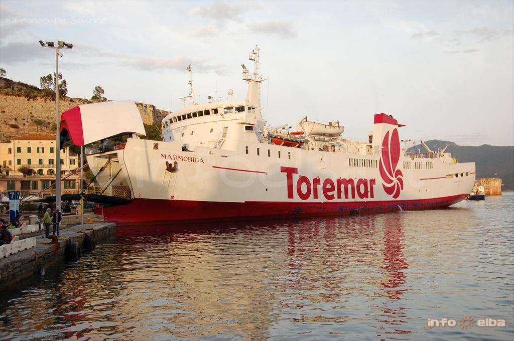 Marmorica Traghetto Della Compagnia Toremar Per L Isola D