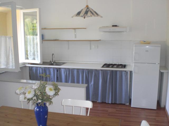 Appartamenti villa monticelli all 39 isola d 39 elba a marina for Cucina subito