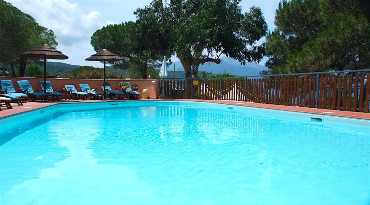 Scaglieri village camping resort all 39 isola d 39 elba a - Piscina piazzola ...